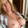 I want a HOT playmate to make my pussy squirt!